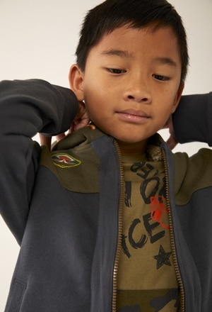 Chaqueta felpa con bolsillos de niño_1